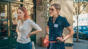 Greta Gerwig hangs out with Saoirse Ronan on the set of Lady Bird