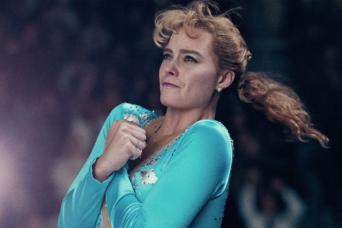 Margot Robbie is Tonya Harding in I, Tonya