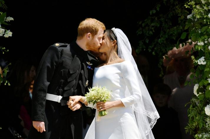 royal-wedding-2018-meghan-markle-prince-harry-kiss-wedding.jpg